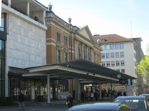 チューリヒのトーンハレの正面玄関